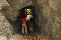 in den Fels gesprengter Tunnel
