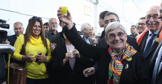"""Milas 4. Zeytin Hasat Şenliği'nde Prof. Dr. Canan Karatay'ın zeytinyağı öğütleri:  """"İÇİLECEK KARDEŞİM, ZEYTİNYAĞI İ – Çİ – LE – CEEK!"""