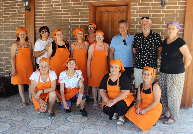 Milas'ta 14 kadının örnek kooperatif başarısı… YÖRESEL ÜRÜNLERİ KENDİLERİ ÜRETİP KENDİLERİ SATIYORLAR…