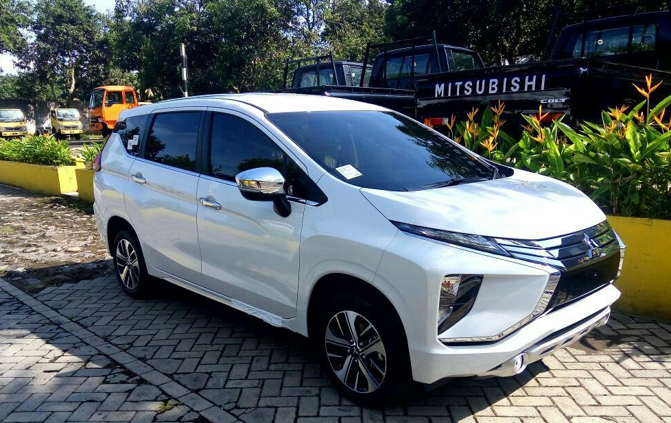 mitsubishi xpander vs grand new veloz roof rail avanza exceed m/t – jember