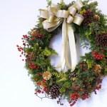 クリスマスリースを飾る場所はどこ?外や部屋で飾るときのポイント!