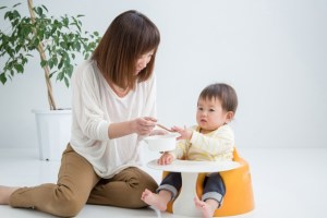 離乳食を食べない1歳の子にイライラしたときの対処法