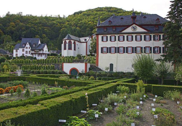 Die Propstei in Hirzenach stammt aus dem frühen 18. Jahrhundert. Foto: Romantischer Rhein Tourismus / Friedrich Gier
