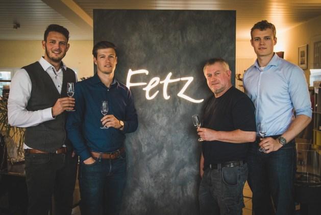 Heinz-Uwe Fetz (3.v.l.) produziert den Loredry-Gin der Brüder Stefan, Andreas und Markus Wanning. Foto: 3 Bros.