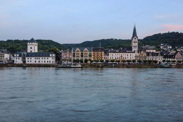Abenddämmerung über Boppard - nicht die beste Zeit, um im Rhein schwimmen zu gehen. Foto: Romantischer Rhein Tourismus / Friedrich Gier.