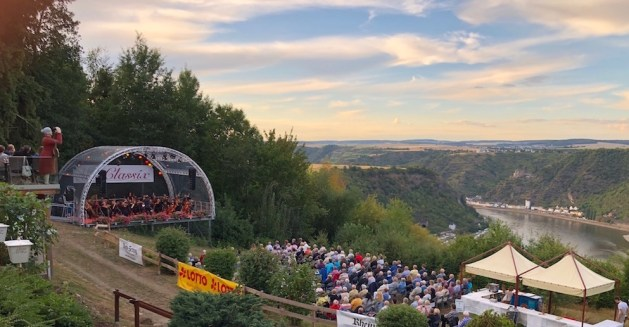 "2018 gab es auf Maria Ruh u..a eine ""Johann-Strauss-Gala"". Foto: Anna Becker / Schloss Rheinfels"