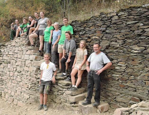 Europäische Gemeinschaft: Die freiwilligen Trockenmaurer kamen aus 6 Ländern. Foto: Zweckverband Welterbe.