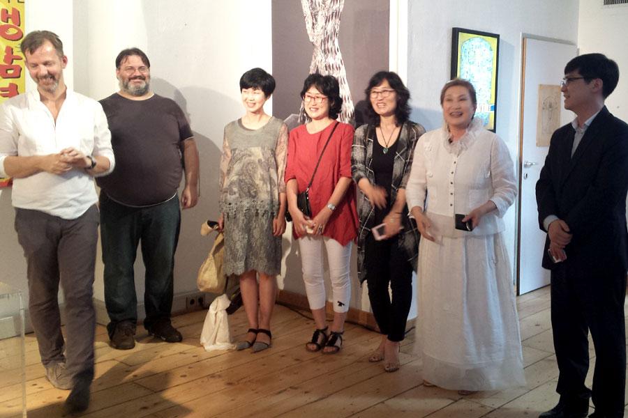 Eröffnungsreden mit Lee Bo Suk im weißen Gewand