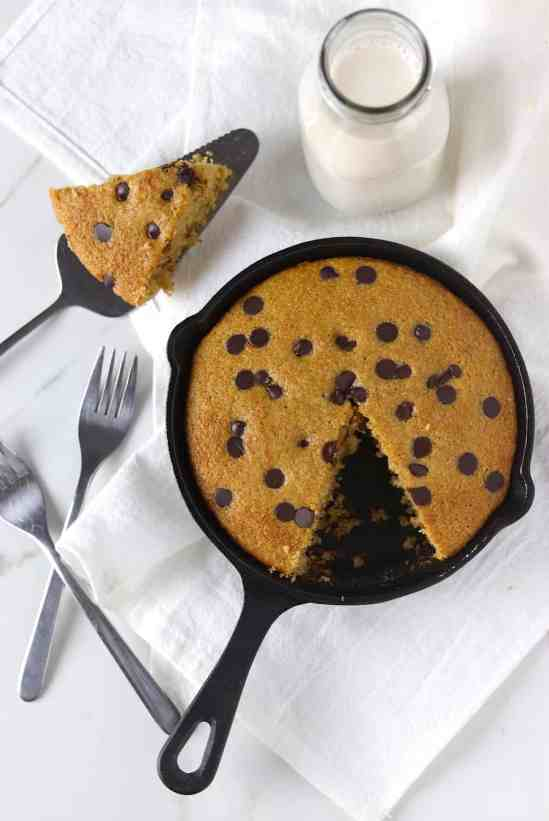low sugar dark chocolate cookie cake skillet