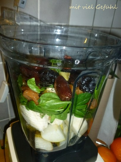 25. Smoothie in the making