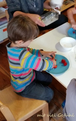 8. Erdbeeren schneiden