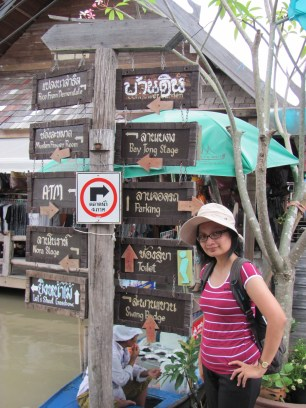 Signposts at Pattaya Floating Market shows a foreign language, a foreign script, Fortunately, the gave the English translation :)