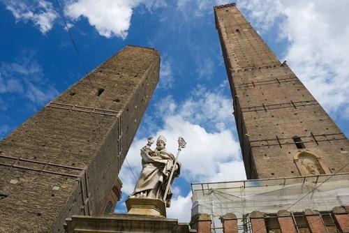 Las torres inclinadas Garisenda y Asinelli, en Bolonia - Mi Viaje