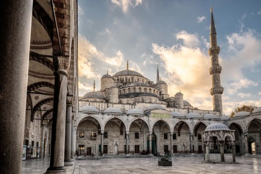 Patio de la Mezquita Azul de Estambul