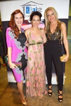 Con Rosalía Castro y Ana Turpin, que optaron por los tonos rosas.