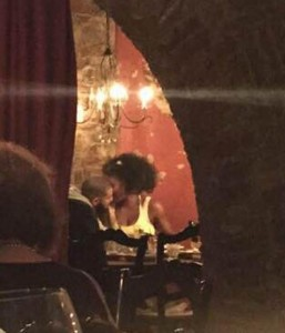 PAY-Tennis-champ-Serena-Williams-and-rapper-Drake-kiss-and-cuddle-at-a-Cincinnati-restaurant