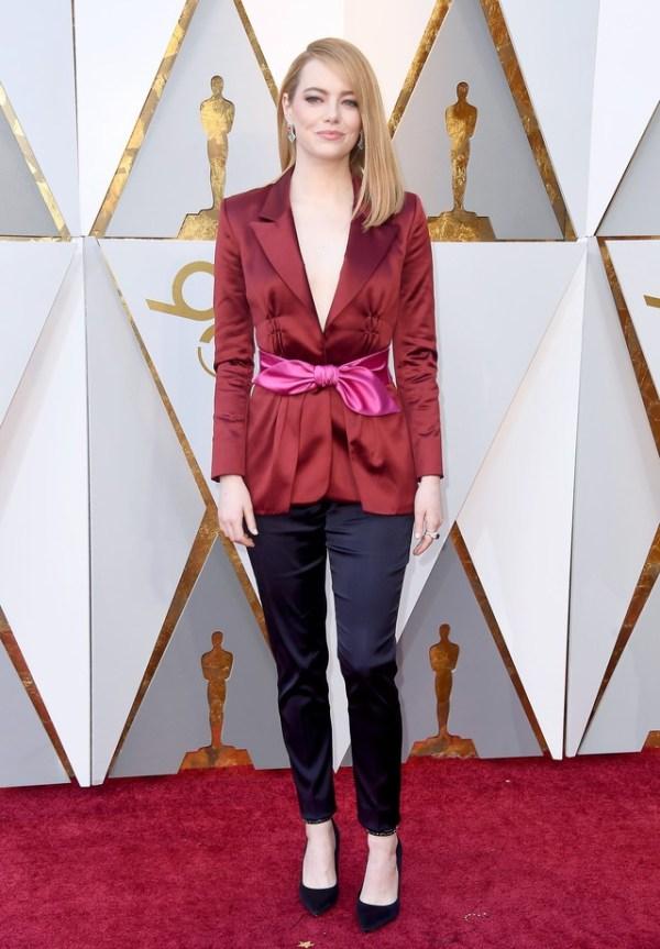 Os melhores looks do Oscar 2018 Emma Stone blazer