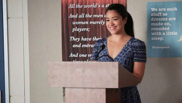 """Gina Rodriguez as Jane in """"Jane The Virgin"""" (Chapter Thirty-Nine)"""