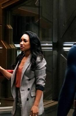 Imagem do episódio de The Flash 6x09 para o crossover Crise nas Infinitas Terras