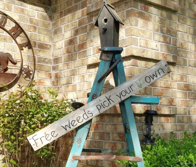 free weeds pallet sign