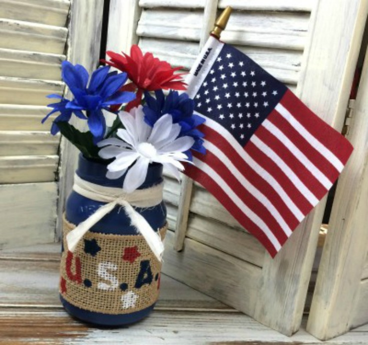 10 Repurposed and Upcycled Patriotic Project Ideas #PatrioticDecor #Repurposed #Upcycled