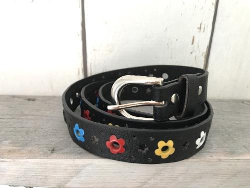 Zwarte riem met bloemetjes