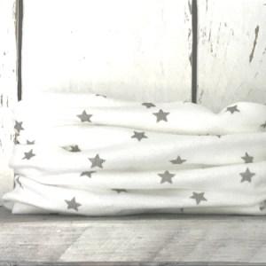 Wit colsjaaltje met sterretjes