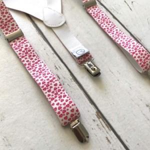 Bretels met roze hartjes