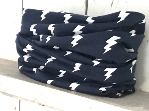 Donkerblauw colsjaaltje met bliksemschichten