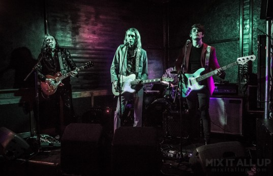 Latenight Honeymoon supporting The White Lakes at the Edge of the Wedge, Portsmouth, March 2019 | Mix It All Up
