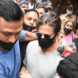 Celebrities condemning the paparazzi for mobbing Shah Rukh Khan when he arrived to meet his son Aryan