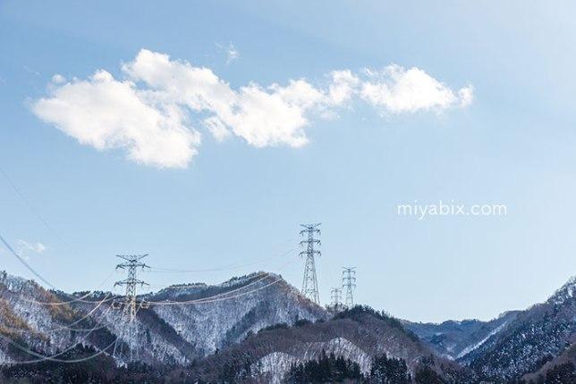 雪山,鉄塔