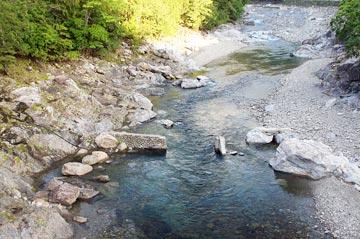 落滝橋からの川の様子