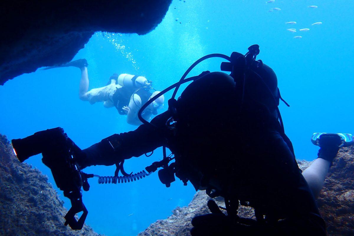 日本人・外国人半々のゲストと一緒に伊良部でダイビング