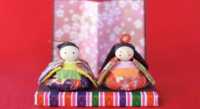 ひな祭りの由来は遊び!?雛人形や桃の花を飾る理由は?