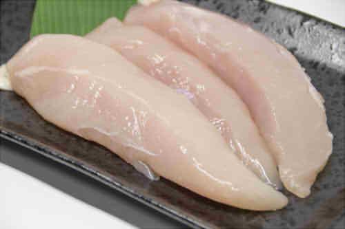 鶏ささみのカロリーは1本(1個)や100gでいくら?たんぱく質・糖質の量とゆで・焼きでのカロリーは?