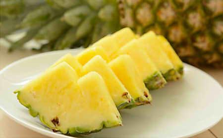 パイナップルのカロリーや糖質は1個(ひと玉)や半分などでいくら?ダイエットへの効果は?