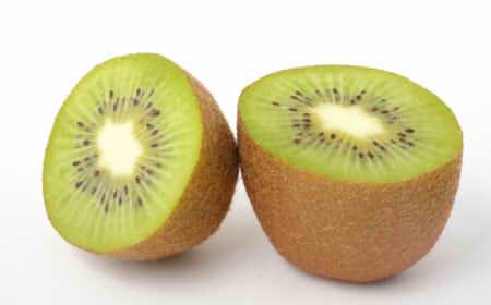 キウイのカロリーや糖質は100g・1個・半分でいくら?ゴールドとグリーンで違うの?
