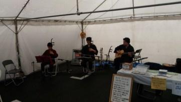 会場では、二胡による生演奏も。