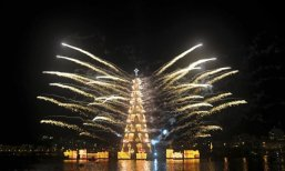 Floating-Christmas-tree-in-Brazil