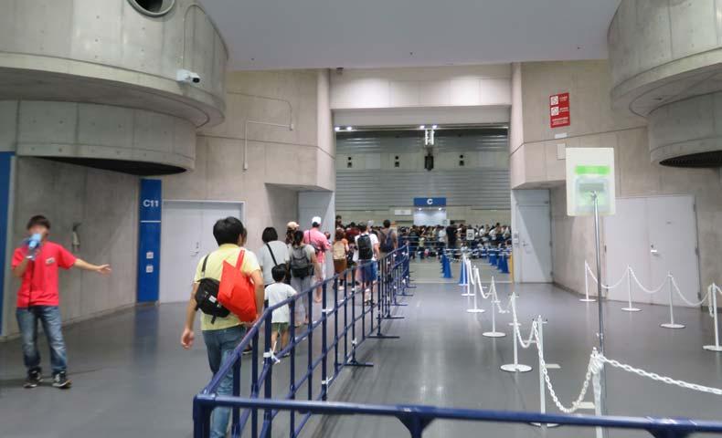 トミカ博2019横浜の会場内行列