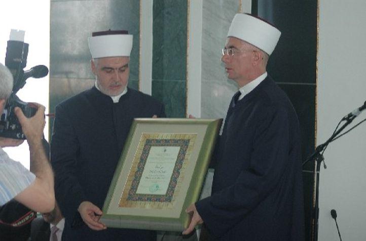 Reisu-l-ulema uručio Muraselu Muftiji tuzlanskom
