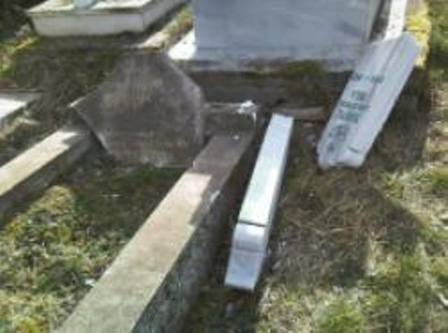 Delegacija MRV-a obišla oskrnavljena mezarja u Bijeljini