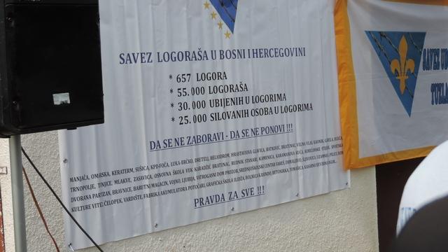 Himna BiH u bivšem logoru Batković