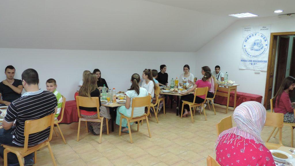 Zajednički omladinski iftar