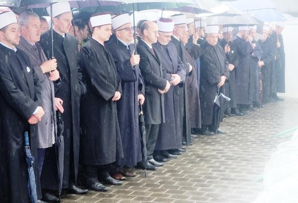 Klanjana kolektivna dženaza u Vlasenici