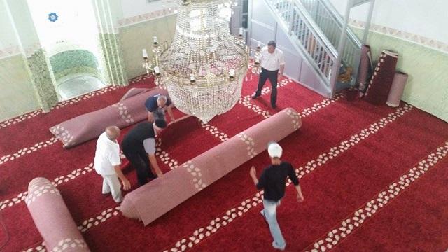 Novi tepisi u Atik čaršijskoj džamiji u Janji