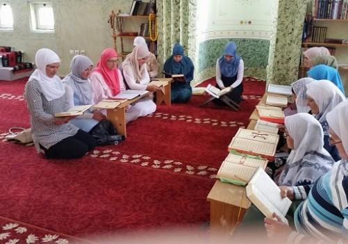 Mukabela za žene u Atik džamiji u Janji