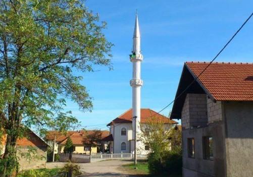 Novi kandilji na minaretu Hajrija džamije u džematu Srednja Trnova