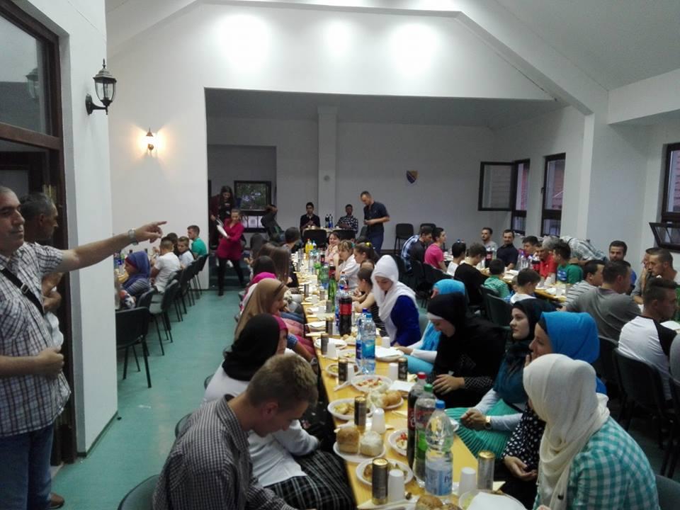 Iftar za omladinu i druženje sa profesorom Samedinom Kadićem